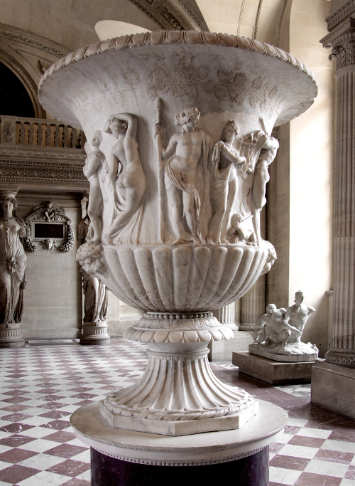 Antikes Steingefäß in einem Museum
