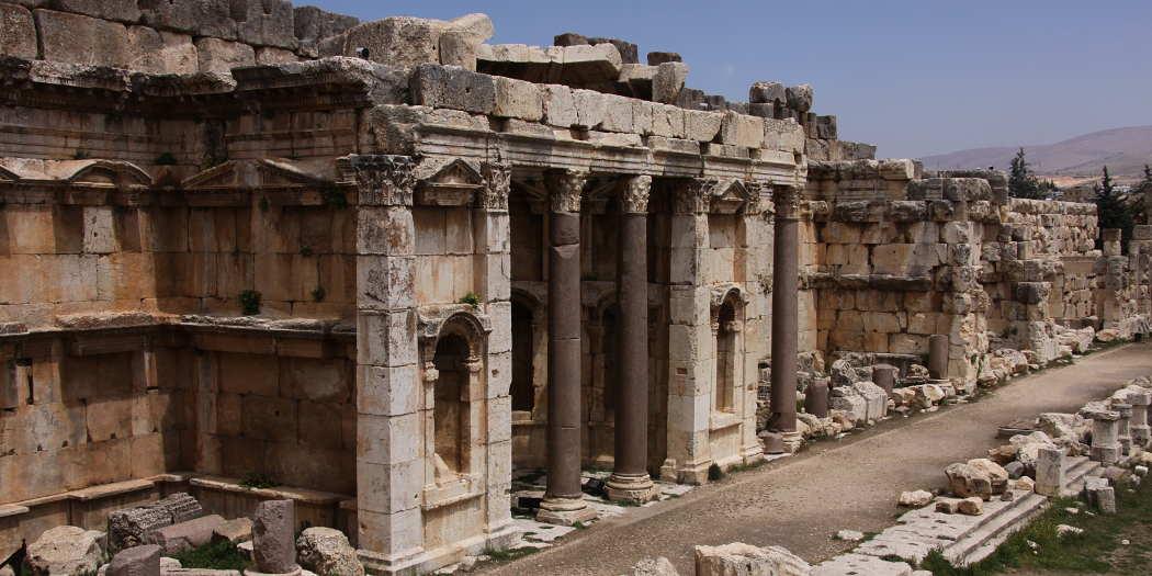 Frontalansicht eines antiken Tempels